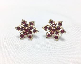 Vintage 1950s Garnet red color screw back Earrings