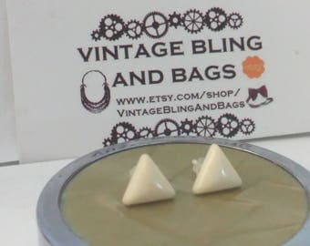 95mm CREAM triangular 1980s earrings, small cream triangle earrings, 1980s cream earrings, triangle cream earrings, cream geometric earrings