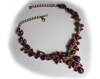 Stunning Oscar de La Renta necklace.