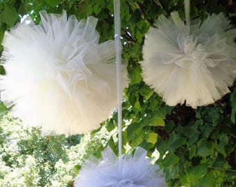 Set of three PomPoms xxl in grey and ivory tulle Pearl