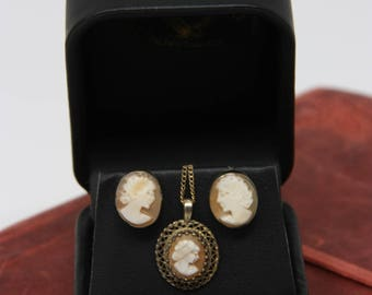 Cameo jewelry set, Cameo necklace and earrings, Shell cameo, Vintage cameo