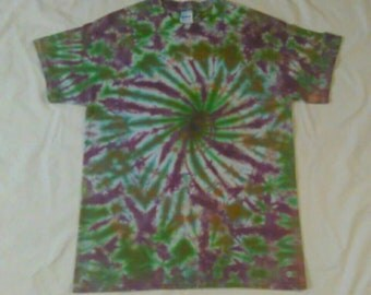 Medium TieDye Gildan Heavy Cotton Short Sleeve Tshirt