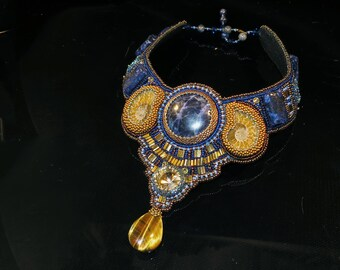 Necklace with ammonites, lapis lazuli and sodalite