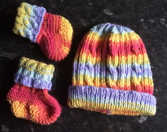 Matching hat and Boottee Set. Age 0-6 months. Handknitted in UK