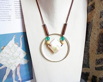 Necklace mother of Pearl diamond ring