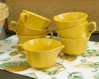 5 Vintage Yellow Melamine Cups, 1 Creamer, 1 Sugar Bowl, Allied Chemical, Picnic Dish Set, Yellow Plastic Camping Dishes, Mid Century Melmac