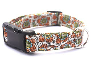 Medium Retro Orange Flower Collar