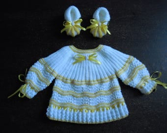 set jacket and booties size 1 month