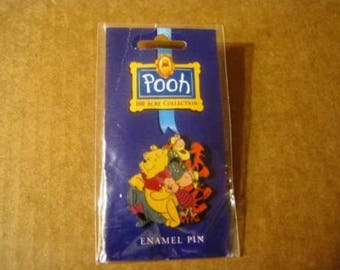 Walt Disney's Enamel Lapal Pin - The Whole Gang 100 Acre Collection new-Winnie