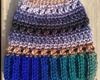 CROCHET PATTERN: À La Mode Messy Bun Beanie/Messy Bun Hat/Messy Bun Hat Pattern/Ponytail Hat Pattern/Crochet Pattern/Crochet Beanie Pattern