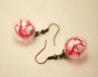 Glass globe and feather earrings Fuchsia ostrich