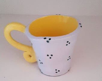 Ceramic coffee mug / / polka dot mug / / yellow Cup hand made / / MOM.