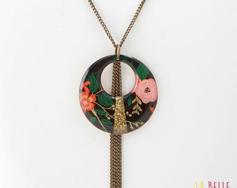 round resin flower pattern black pendant necklace and sequin collar