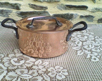 Lovely Vintage Copper pan  -  Complete with lid. 2MM