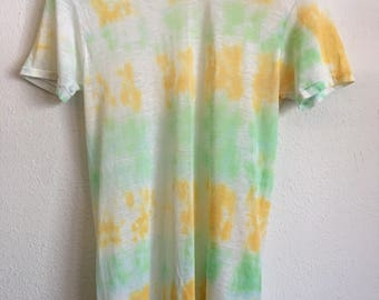1980s TIE DYE THREADBARE Vintage T Shirt // Size Large