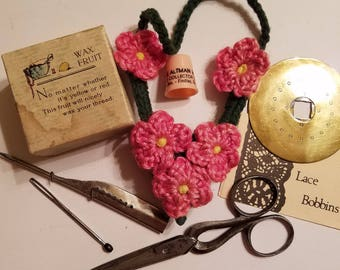 Vintage sewing lot with extras
