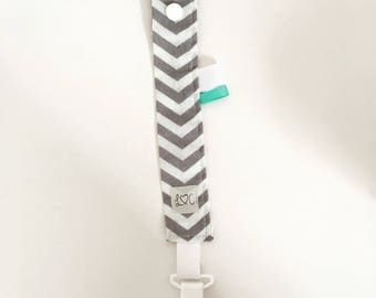 Pacifier clip grey and white chevron