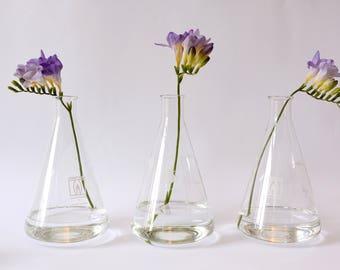 DDR chemische kolven, Vintage laboratorium glas, Set van laboratorium kolven, conische kolf flessen, chemie glaswerk, maatkolf