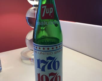 1976 Bicentennial Commemorative 7up Bottle with Lid