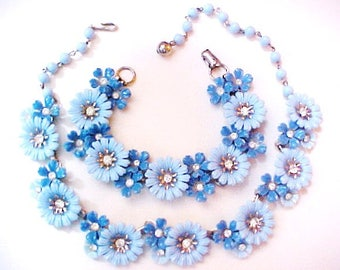 Coro Blue Daisy Plastic Flower Necklace & Earrings Set vintage mid century