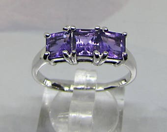 Silver ring decorated with 3 amethysts size 56