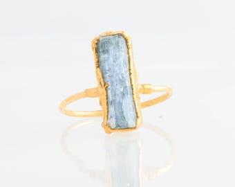 Raw Aquamarine Ring, Yellow Gold Blue Aquamarine Statement Ring, March Birthstone Ring, Raw Crystal Ring, Rough Aquamarine Jewelry, Vertical