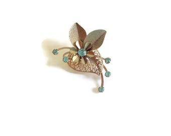 Vintage Brooch, Pale Blue Stone Brooch, Gold Toned Brooch, Blue Rhinestone Pin, Estate Jewelry, Flower Brooch, Blue Brooch, Vintage Jewelry