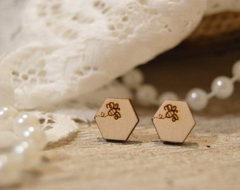 Bumble bee wooden stud earrings, bee, bumble bee, wood earrings, stud earrings, earrings, handmade jewelry, engraved