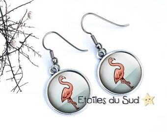 Boucles d'oreilles  flamants roses légères / cabochon résine / ref.5