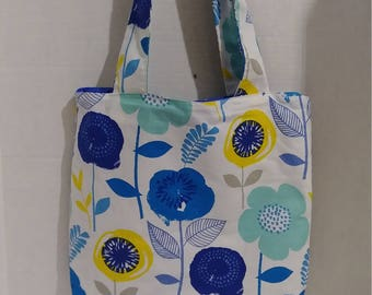 Floral design purse with closing snap & change purse.
