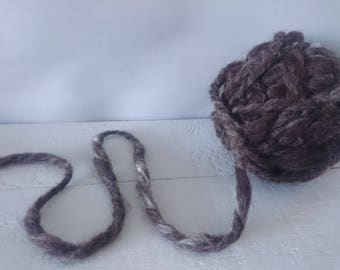 Hand spun Jumbo Noodle wool - British Jacobs wool - Black white -Jumbo weight wool natural colouring, no bleach, no chemicals, local farm