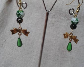 Earrings green and gold bow