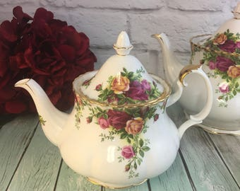 England Made Royal Albert Teapot Medium 4 Cup Old Country Roses Vintage Exc Condition
