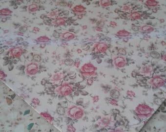 Delicate roses table runner