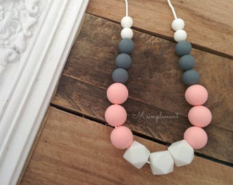 Teething necklace. Soft pink.