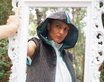 Sleeveless Velvet vest with openable hood