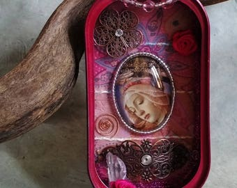 A fantastic Madonnenschrein in kräfigem magenta/copper Filigrees/rock crystal