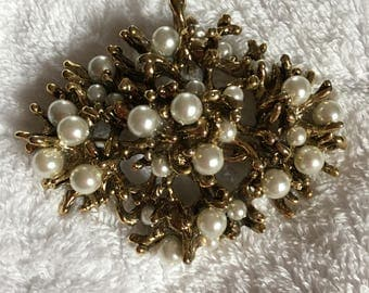 Vintage goldttone Brooch and Pearl Pin-Excellent