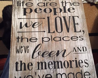 The Best things in life are the people we love - Retirement gift - Wedding gift - Going away gift - Memory Sign - Perfect Gift