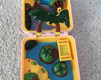 Vintage 1997 pokemon toy compact polly pocket like no figure