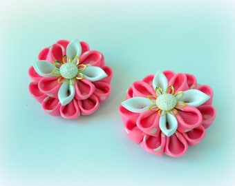 Set of 2 Kanzashi hair clips. White, pink kanzashi flowers. Fabric flowers.