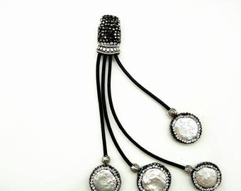 Three pieces of mother-of-pearl pendant accessories, crystal rhinestone encrusted leather tassel jewelry accessories.