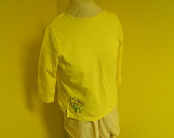 Embroidered tee, yellow, boat neck