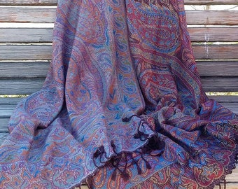 Cashmere double-side shawl.