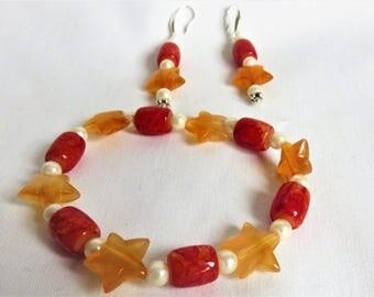 bracelet et boucles d'oreilles de couleur orangé ou lie de vin au choix, corchets en argent