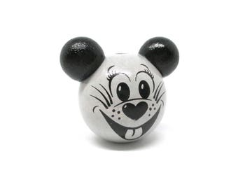 3D head of mouse grey and black wooden bead