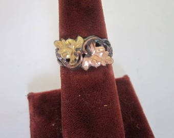 Antique Black Hills Gold 10 K Yellow & Rose Gold Flower Ring