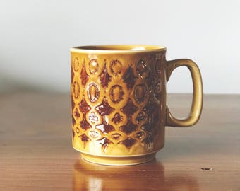 Vintage mustard coloured mug