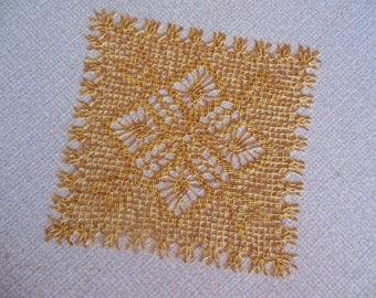 """""""Guiana"""" square crochet doily"""