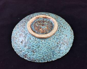 Round textured dish